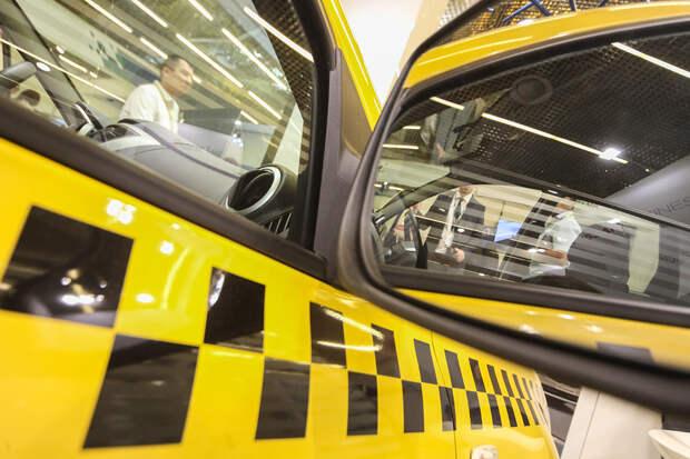 Таксист избил клиентов с ребёнком в Москве