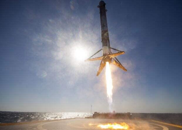 SpaceX нашла груз для первого повторного полета Falcon 9