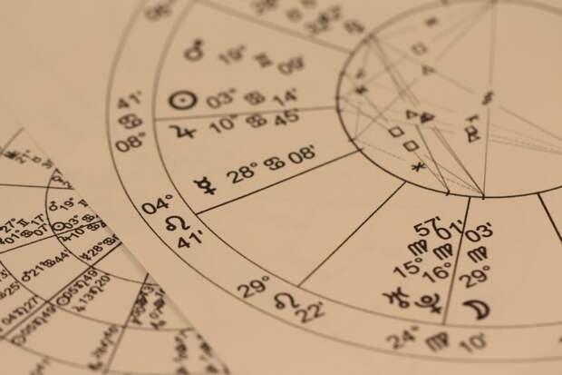 Астролог Павел Глоба рассказал, что в мае четыре знака зодиака получат шанс разбогатеть