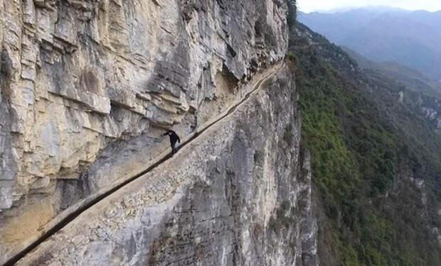 Китаец 36 лет копал канал через гору: над мужчиной смеялись, а потом пришли на помощь