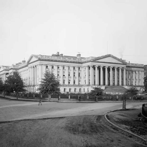 Здание казначейства США в Вашингтоне, округ Колумбия, около 1900 года.