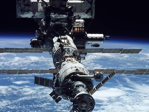 На Землю вернулись три члена экипажа МКС