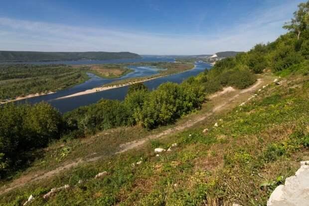Вид на Волгу и Жигулевские горы с Вертолётной площадки