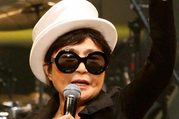 Вдова Джона Леннона передала управление бизнесом сыну