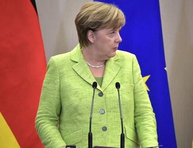 """Меркель не исключает последствия для """"Северного потока - 2"""" из-за отравления Навального"""