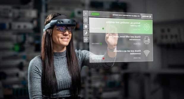 Skoda Auto тестирует очки дополненной реальности для производства и ремонта авто