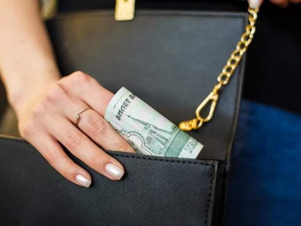 Пожилая жительница Читы взяла 3 кредита и перевела мошенникам почти 2 миллиона рублей