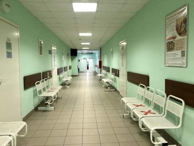 Какими нетрадиционными методами пользуются россияне, чтобы пройти к врачу без очереди
