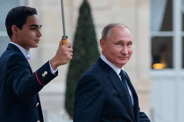 Собор Парижской Богоматери полыхнул синим пламенем, Путин пообещал помочь в восстановлении