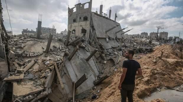 Авиаудар израильских военных привел к полному разрушению многоэтажного здания в Газе