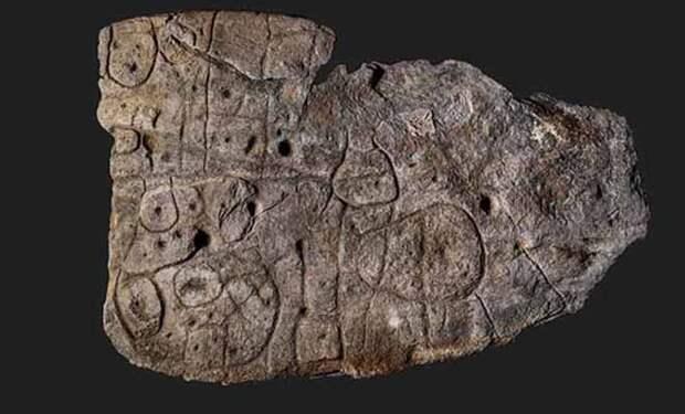Лежавшая десятилетиями на складе старая плита оказалась древней картой возрастом 3000 лет