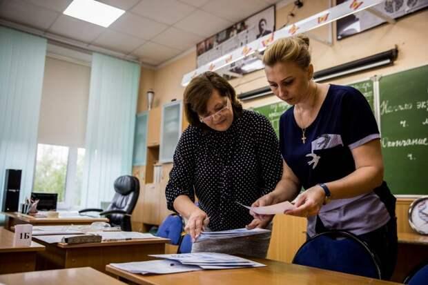 Зарплаты больше половины учителей в регионах не превышают 25 тысяч рублей