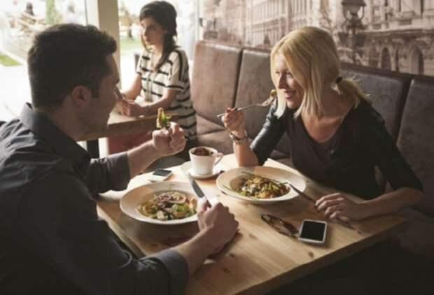 10 признаков, что вы не умеете вести себя за столом