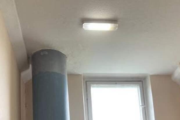 В подъезде дома на Череповецкой отремонтировали освещение