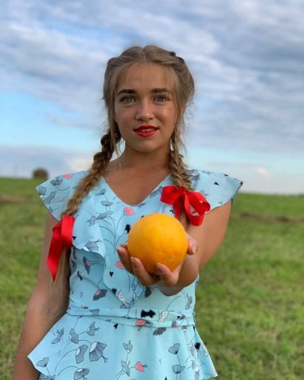 Девушки. Сельская тема