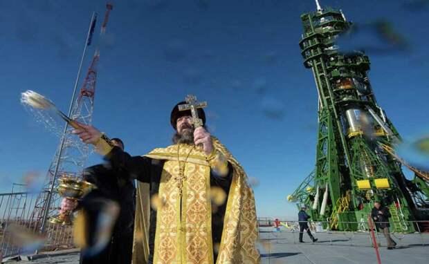 Попы РПЦ освящают ракету