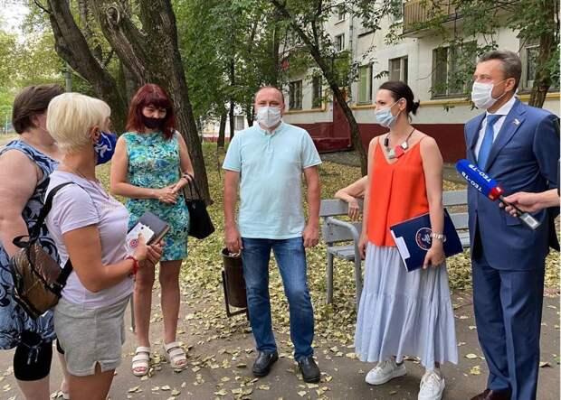 Буцкая и Выборный обсудили с жителями Новогиреево проблему «резиновых квартир»