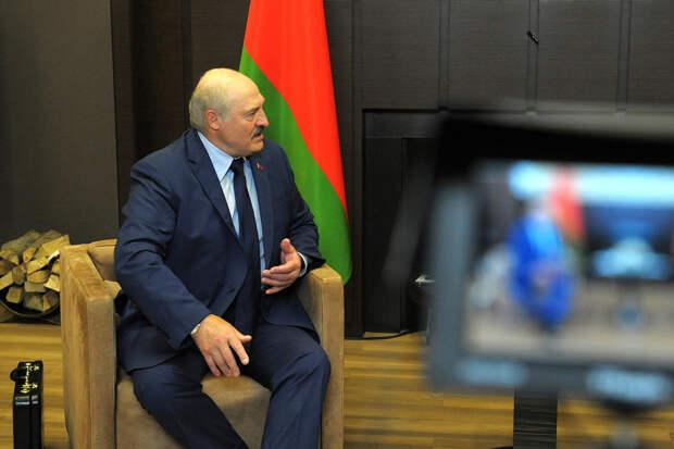 Лукашенко раскрыл содержимое чемодана, который он привёз к Путину