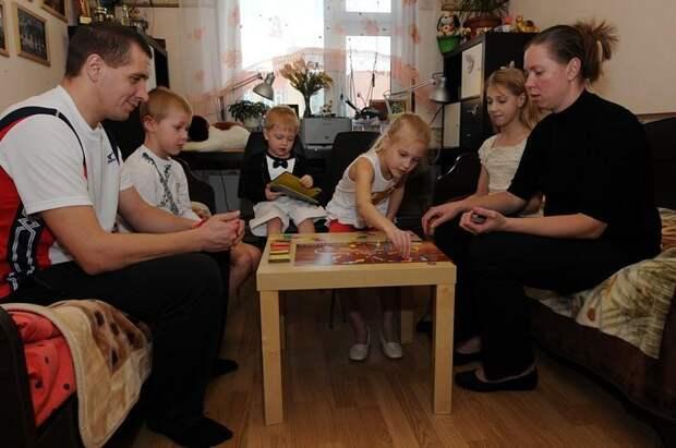Многодетные россияне смогут бесплатно получить жилье вместо земельных участков