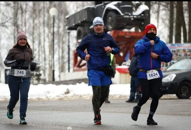 Добровольцы из Левобережного пробежали 22 километра в память о погибших блокадниках