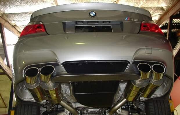 Вот для чего на некоторые автомобили ставят две выхлопные трубы