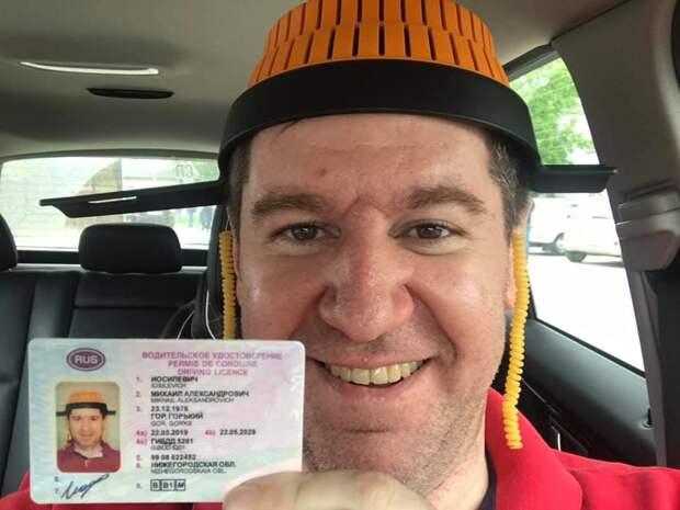 Суд не разрешил россиянину фотографироваться на паспорт в дуршлаге