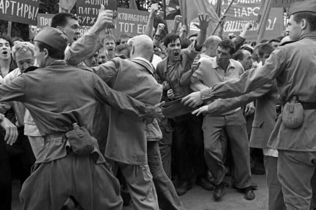Любителям старой волынки о расстреле в Новочеркасске и прочим интеллектуальным тунеядцам посвящается.