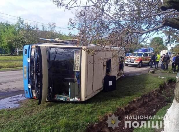 Под Ровно разбился автобус с 20 пассажировами – фото