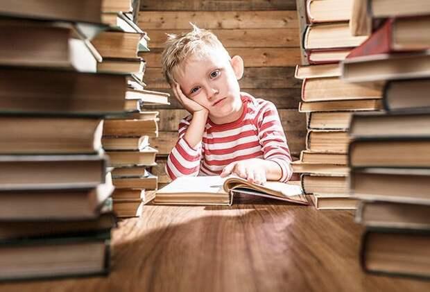 «Каждый раз, когда меня заставляли читать буквы, я плакала». Что такое дислексия и почему в России о ней мало знают