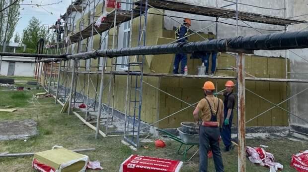 Выходных на стройках нет - в Нижнегорском районе продолжаются работы по капитальному ремонту объектов