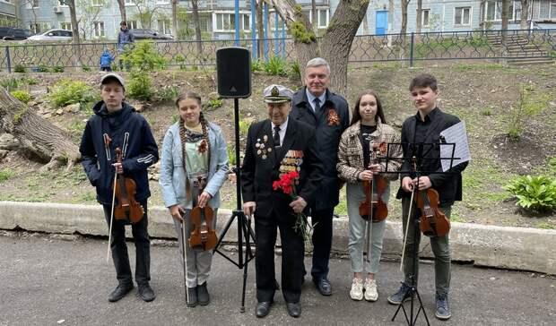 Дмитрий Лёгкий поздравил с Днём Победы ветеранов Первомайского района