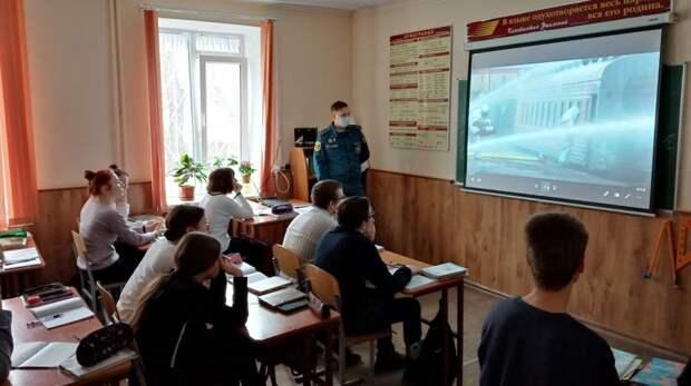 Сотрудники ОНД по г. Феодосии провели «Неделю безопасности» в образовательных учреждениях