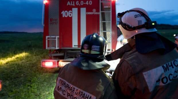 Пожар охватил базу отдыха на берегу Байкала
