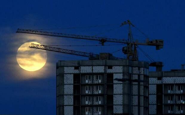 Выпускник МАИ разработал материал из которого можно будет строить объекты на Луне