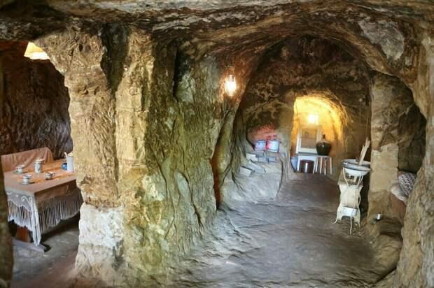 Пещерные дома Германии, на крышах которых пасся скот