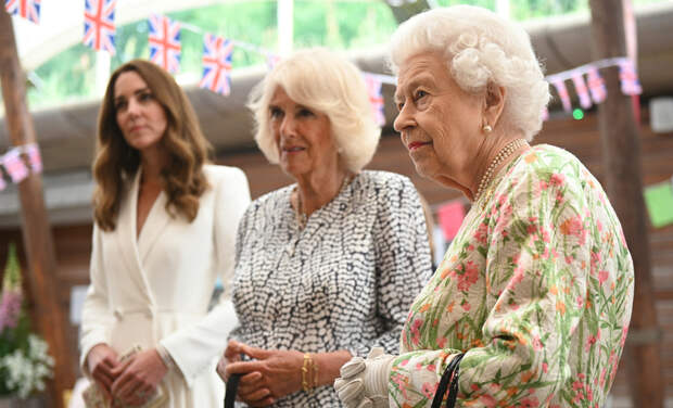Три поколения: Елизавета II, герцогиня Камилла и Кейт Миддлтон встретились с членами G7