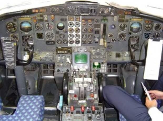 Кабина пилотов в 737-100
