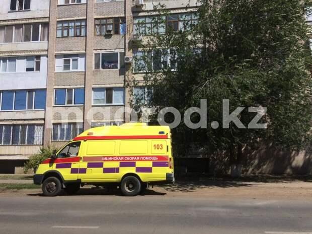 Двухлетний ребёнок выпал из окна многоэтажки в Уральске