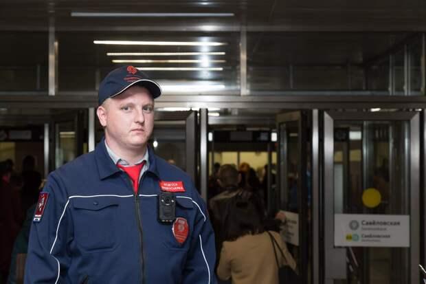 Сергей работает контролером в метро пять лет/Арина Вакулина