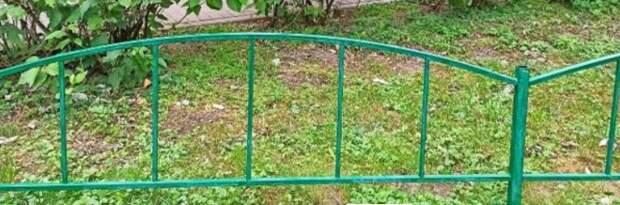 Мусор убрали с газона и детской площадки возле дома в Луговом проезде