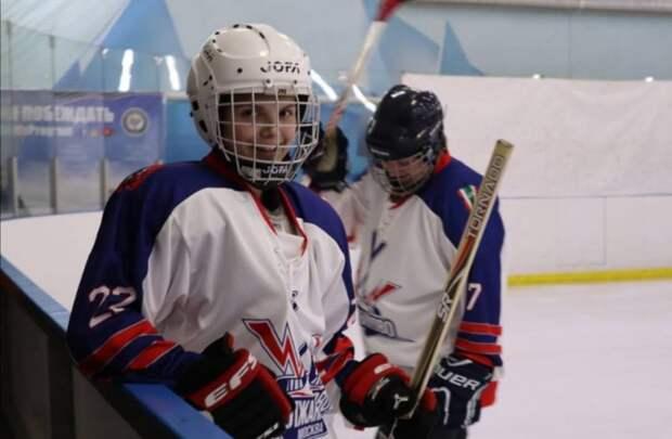 Неравнодушные жители Молжаниновского создали хоккейную команду