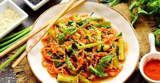 Обалденный салат с огурцами и морковью: готовим на скорую руку