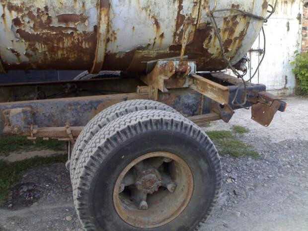 Мужик купил у соседа КамАЗ, который простоял на улице 5 лет и восстановил его для себя и для работы