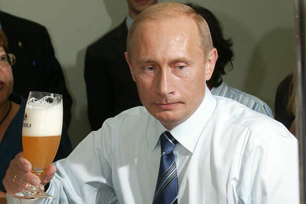 Кто знает, может президент и хотел бы также посидеть с мужиками, потравить анекдоты, поесть домашних голубцов (все лучше, чем общаться с Меркель и Порошенко). Но интересы Отечества прежде всего