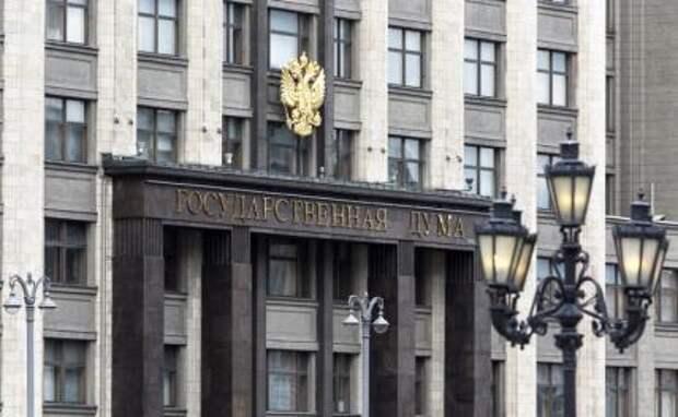 «Денег нет, но вы держитесь»: Кремль замахнулся на святое — зарплаты чиновников
