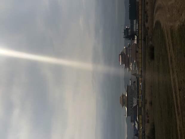Луч солнца сквозь тучи над Иволгинским дацаном, 7 октября 2020 года, 11.11.