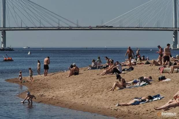 Весенняя жара заставляет петербуржцев раздеваться. Безработные и отпускники прохлаждаются на городских пляжах