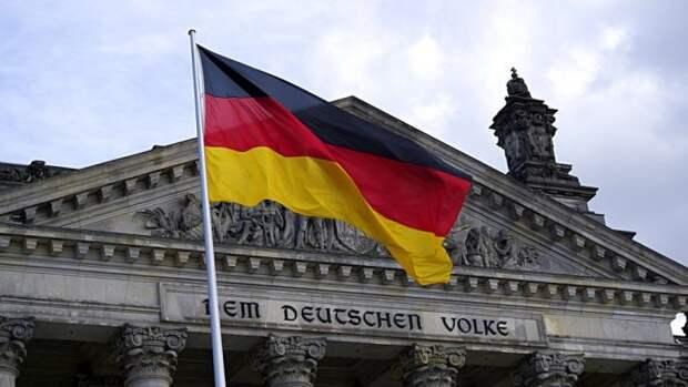 Немцы вступились за привившегося «Спутником V» депутата бундестага