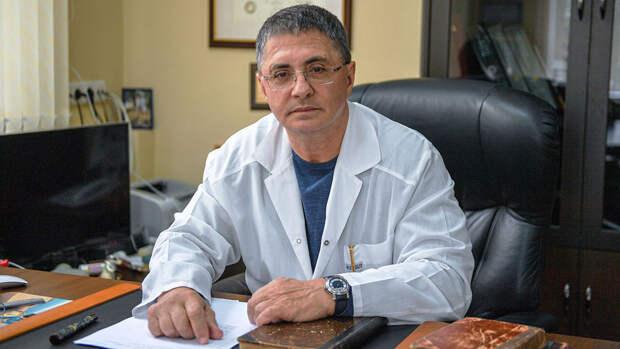 Мясников оценил возможность вакцин защитить от всех штаммов коронавируса