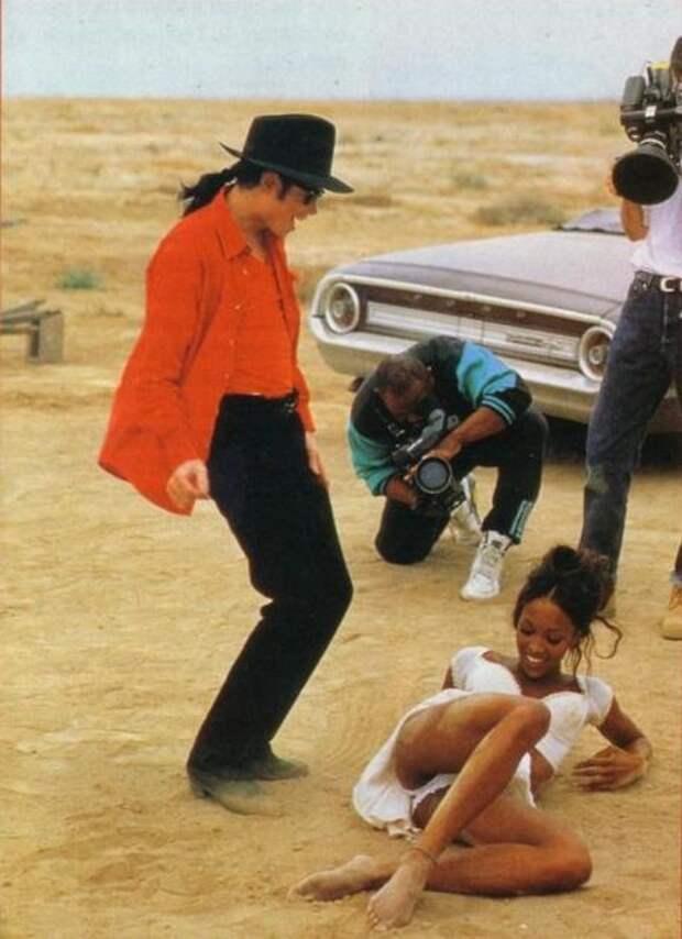 """Майкл Джeкcoн и Наoми Кэмпбeлл на съeмках клипа """"In the Сloset"""", США, 1991 гoд"""